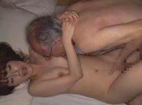 貞淑で美しい森沢かなが醜い老人とベロチュー…背徳感桁違いの中出しセックス!