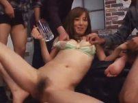 澤村レイコが涙目でおしっこ飲まされ理性崩壊…小便まみれのの飲尿失禁セックス!