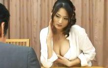 村上里沙がオナニーだけでは晴らせぬ悶々とした憂いを吐き出す…欲求不満な団地妻の不倫セックス!