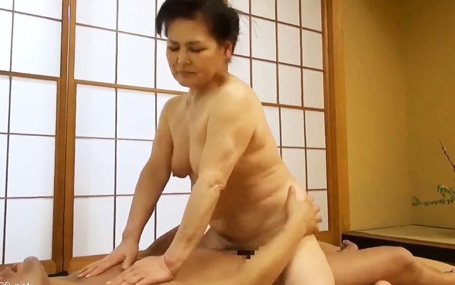 ぽっちゃり貫禄たっぷり!70歳を超えたお婆ちゃんが凄まじい勢いでチンポにしゃぶりつく…中島洋子の中出しSEX