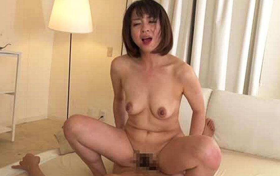 神崎久美が歪んだ性癖に悩める男性患者を昇天させる…変態カウンセラーの中出し痴女セックス!