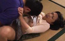 息子に犯されるうちに枯れた子宮が蘇る倉田江里子…閉経した子宮に精子を流し込まれる中出し近親相姦