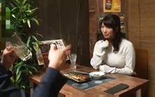 女だって寂しいとチンポが欲しくなる…居酒屋で一人飯していた加藤あやのがナンパされお持ち帰りされるハメ撮り盗撮