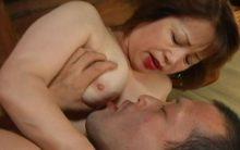 自宅で売春する母親…還暦を越えてだるだるに肥えた身体でお下劣に悶える森文乃の悶絶FUCK
