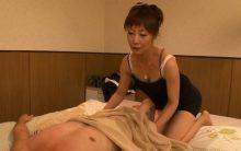 真木静乃が性感マッサージで元気になった客のチンポに欲情…閉経マンコに中出しされる本番行為!