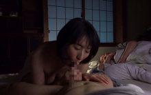 大森涼子が溺愛する息子と危険な情事…旦那のそばで声を押し殺し絶頂する禁断の母子相姦FUCK!